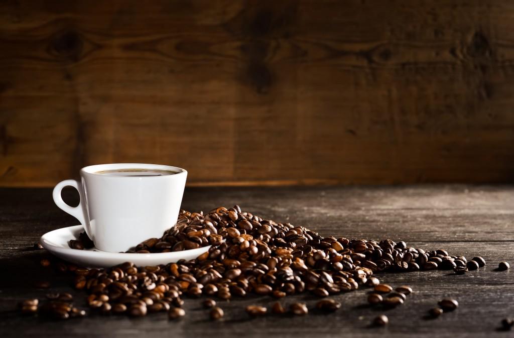Brasileiro toma 33 litros de café por ano: saiba como deixá-lo mais saudável