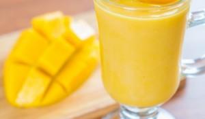 fresh-mango-smoothie_1339-1485